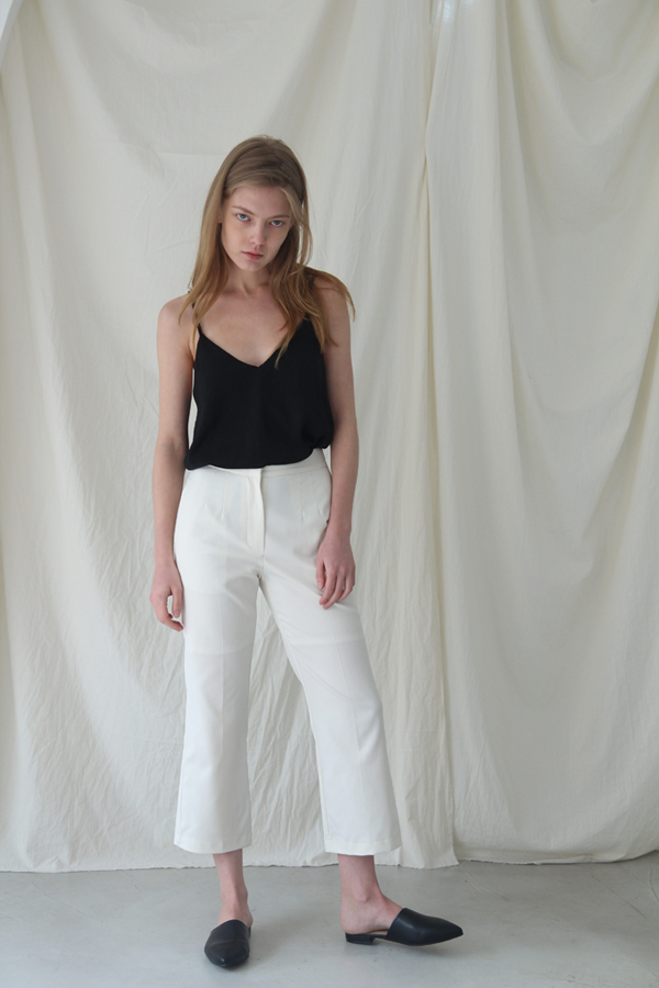 [예약배송] FLARE-FIT CROP SLACKS - IVORY