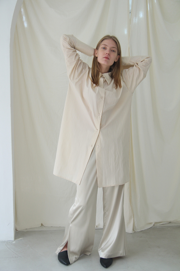 [예약배송] LUSTER SIDE-SLIT LONG SLACKS - IVORY