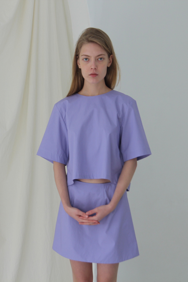 [예약배송] BACK BUTTON CROP SHIRT - PURPLE