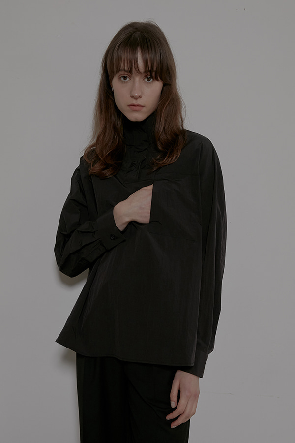 HIGH NECK PULLOVER SHIRT - BLACK